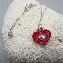 Cœur rouge en pendentif – Collier ras de cou